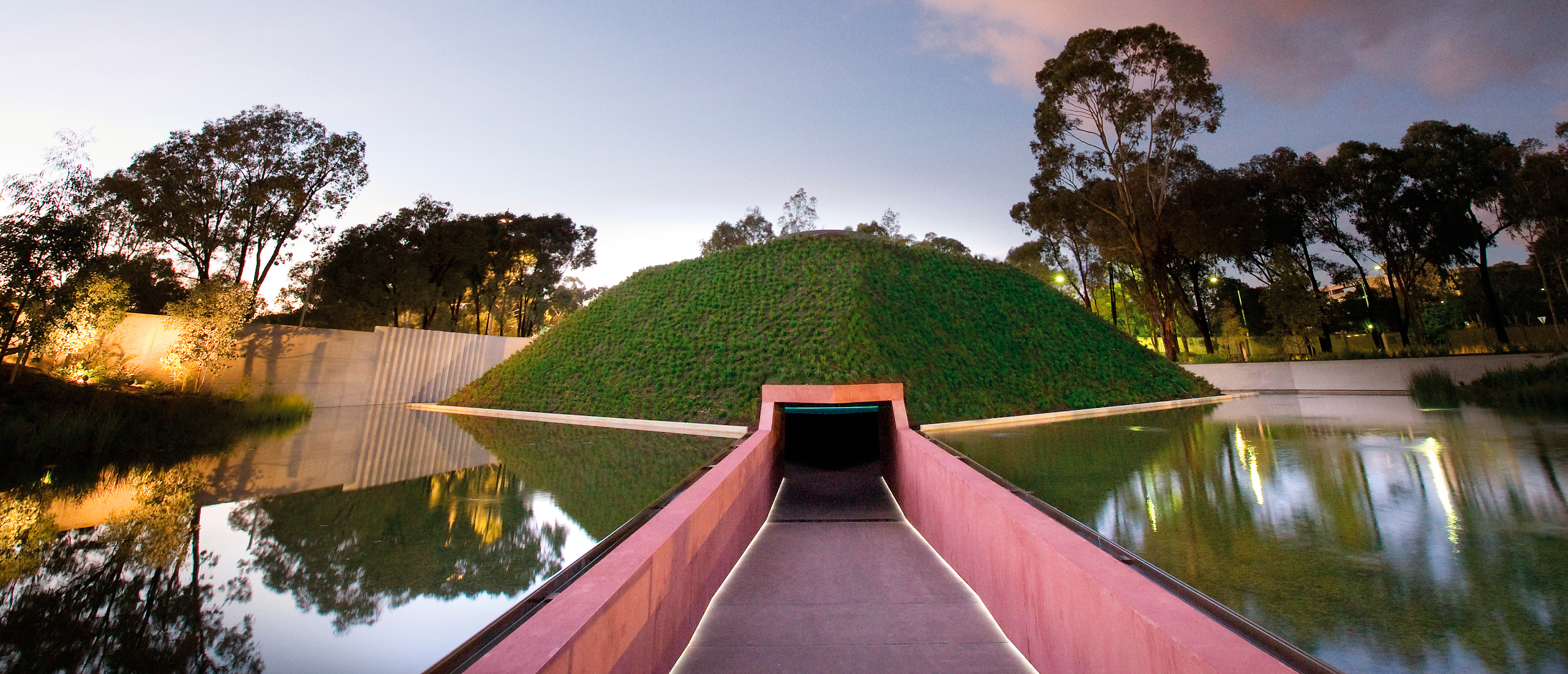 "McGregor Coxall. Artwork von James Turrell ""Within Without"". Foto: John Gollings"